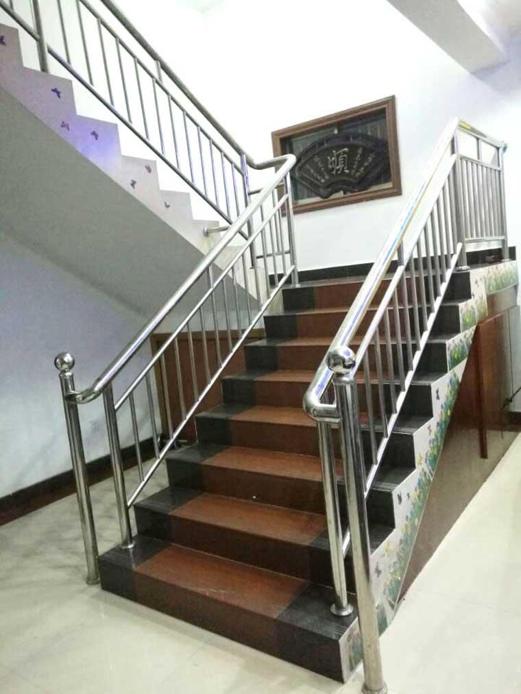 不锈钢楼梯栏杆价格_不锈钢楼梯扶手-南京群泰金属制品有限公司
